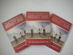medium_22buku%20merajut%20hari%20large